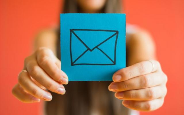Opvallen in een overvolle mailbox doet u zo