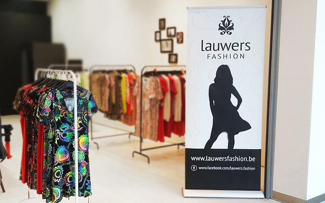 Opmaken roll-up banners voor Pop-up store in Ring Shopping te Kuurne